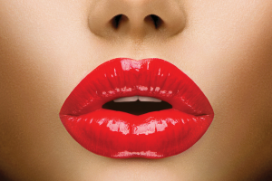 skaistas un pilnīgas lūpas